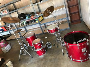 Yamaha drum set complete for Sale in Riverside, CA
