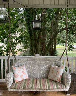White Wicker Porch Swing for Sale in Bellmawr, NJ