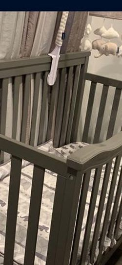 Grey Baby bed for Sale in Compton,  CA