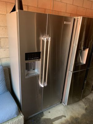 KITCHENAID STAINLESS COUNTER DEPTH SIDE BY SIDE FRIDGE for Sale in Long Beach, CA
