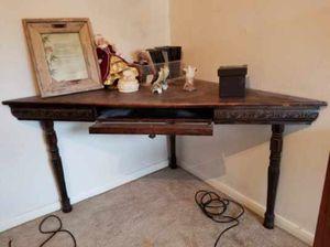 Custom wood corner table for Sale in Niederwald, TX