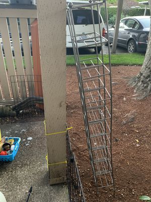 Freeeeee******Metal shelve for Sale in Lynnwood, WA