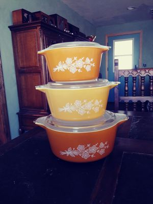 Pyrex Butterfly Gold Casserole Set Yellow and White for Sale in Phoenix, AZ