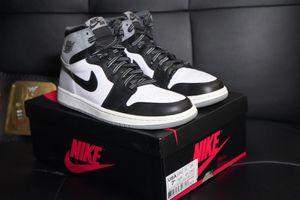 Mens size 7.5 Nike Air Jordan retro 1 White sox color for Sale in Addison, IL