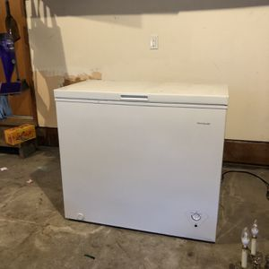 Frigidaire Deep Freezer for Sale in Happy Valley, OR