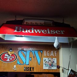 VINTAGE BUDWEISER POOL TABLE LIGHT WORLDS CHAMPION CLYDESDALE TEAM!! for Sale in West Hollywood,  CA