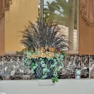 Flower Vase for Sale in Hialeah, FL