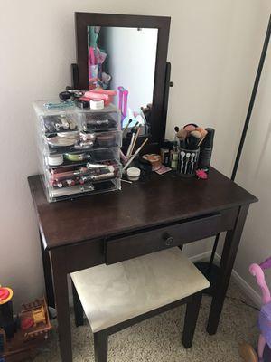 Makeup desk vanity for Sale in Carlsbad, CA
