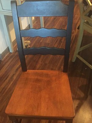 Drop leaf table and 6 chairs for Sale in Atlanta, GA
