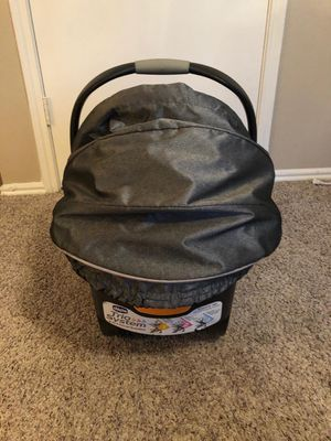 Chicco keyfit30 infant car seat and one additional set base for Sale in Fort Worth, TX
