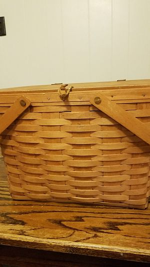 1990 Large Longaberger Picnic Basket for Sale in St. Louis, MO