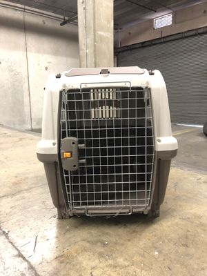 Skudo dog crate cage for Sale in Los Angeles, CA