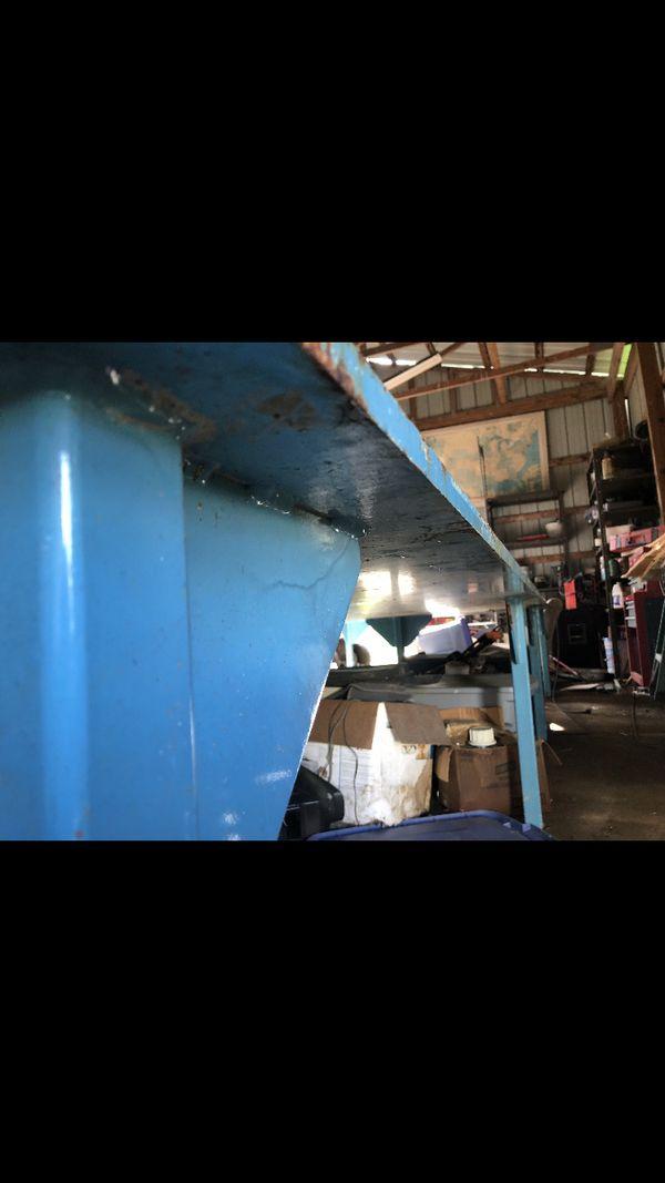 Heavy duty welding table