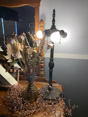 Lamp, vase with dried plants and pink budded vine for Sale in Davenport, FL