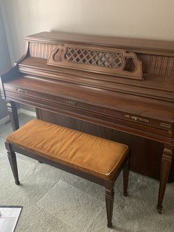 Very Nice Piano. Moving And Don't Have Room........Free! for Sale in Saint Charles,  MO