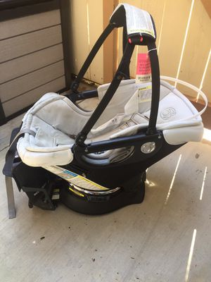 Orbit baby g3 infant car seat with base for Sale in Long Beach, CA