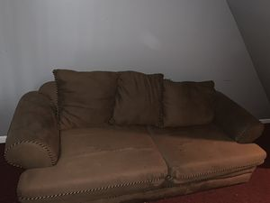 Brown sectional couch for Sale in Murfreesboro, TN