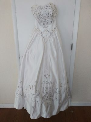 Beautiful wedding dress , white pearl. for Sale in St. Cloud, FL