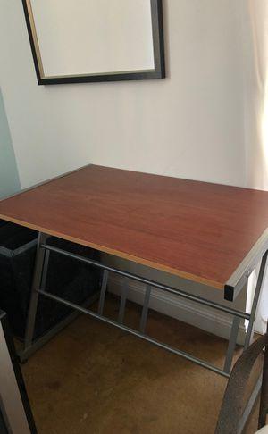 Small desk for Sale in Miramar, FL