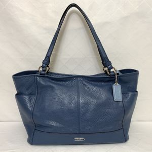Coach Large Tote Handbag Navy/ Blue color LIKE NEW Condition !! for Sale in Vancouver, WA