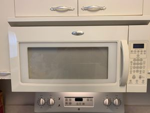 Whirlpool microwave for Sale in Pembroke Pines, FL