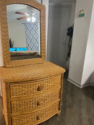Wicker Dresser and Mirror set for Sale in Palm Bay, FL