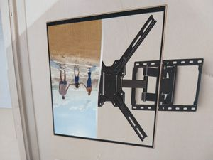 Full motion tv wall mount 22 to 70 inches for Sale in Plano, TX