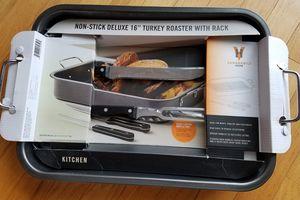 """*Brand New* Non-stick 16"""" Turkey Roaster w/ Rack for Sale in Centreville, VA"""