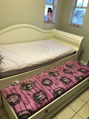 Princesa twin bed for Sale in Miami, FL