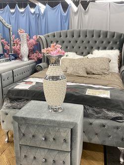 QUEEN BED SET for Sale in Philadelphia,  PA