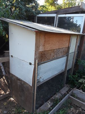 Chicken coop for up to 10 chicken for Sale in Sacramento, CA