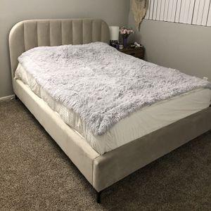 Bed Queen Size, Velvet for Sale in Marina del Rey, CA