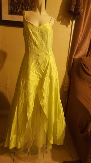 Jessica Mcclintock prom dress size 7 lime color BRAND NEW for Sale in Ontario, CA