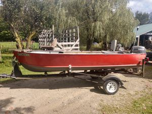 14ft. Aluminum fishing boat with 2004 Yamaha 15h motor for Sale in Perrysburg, NY