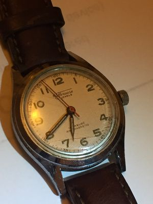 Vintage villereuse 17 jewels manual wind up women's watch. Case size. 33 Dial size . 26 local pickup only. I don't deliver for Sale in Queens, NY