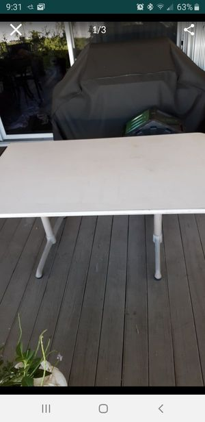 "FREE TABLE 60"" x 35"", will be put out for bulk trash Tuesday morning for Sale in Sunrise, FL"
