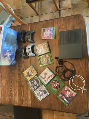 Xbox one S with nine games and four controllers for Sale in Tamarac, FL