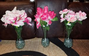 NEW FLOWER'S, VASES, AND GLASS BEADS SET OF 3 $27 for Sale in St. Louis, MO