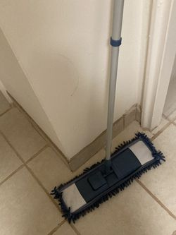 Adjustable Mop Like New for Sale in Stamford,  CT