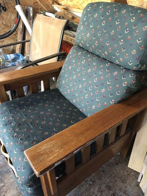 Lazy boy mission style recliner for Sale in Cashmere, WA