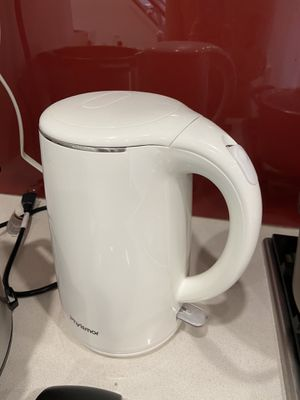 Electric kettle, almost new, 1.7L for Sale in Arlington, VA