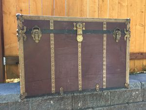 Antique Steamer Trunk / Footlocker / Chest — Burgandy for Sale in Tacoma, WA