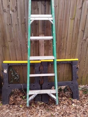 Ladder 6ft and stand for Sale in Atlanta, GA