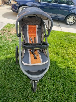 Jogging Stroller...... $25 serious buyers only. Contact me when ready to pick up. Sorry no holds for Sale in Fontana, CA