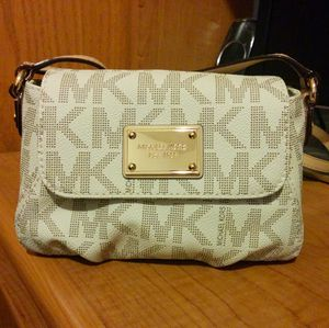 Michael Kors Crossbody Bag for Sale in Chicago, IL