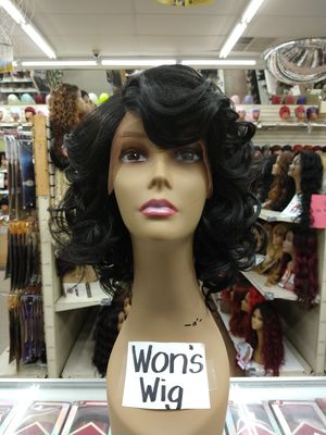 BS. Short curly lace front Wig for Sale in S CHESTERFLD, VA