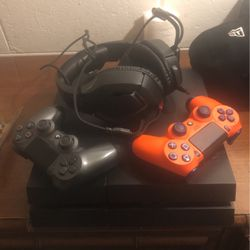 PS4 , HeadPhones , 2 PS4 Controllers for Sale in Flint,  MI
