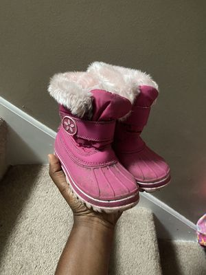 Size 10 girls snow boots for Sale in Plymouth, MN