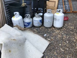 5 propane tanks as seen in photos all in good Working condition some have propane in them for Sale in Portland, OR