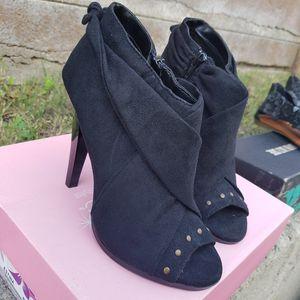 New black heels for Sale in Huntington Park, CA